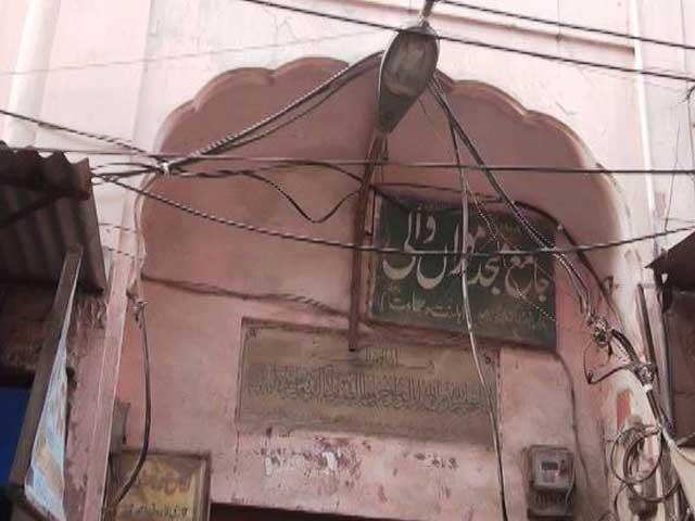 مائی موراں کی تدفین میانی صاحب قبرستان میں کی گئی تھی فوٹو: ایکسپریس