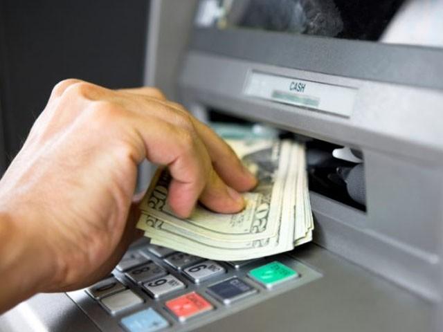 اسٹیٹ بینک آف انڈیا نے شہر بھر میں سروس معطل کردی، فوٹو: فائل