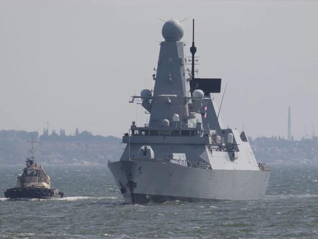 برطانوی جنگی جہاز کا روسی سمندری حدود کی خلاف ورزی کرنا اشتعال انگیزی ہے، روسی وزارت خارجہ(فوٹو: رائٹرز)