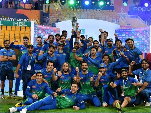 ملتان سلطان کی ٹیم فتح کے بعد جشن مناتے ہوئے (فوٹو: پی ایس ایل ٹویٹر)