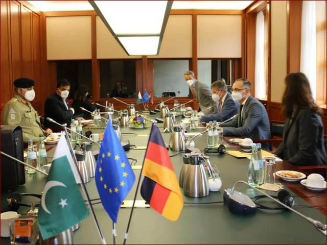 آرمی چیف برلن میں جرمن وزیر خارجہ سے ملاقات کرتے ہوئے (فوٹو : آئی ایس پی آر)
