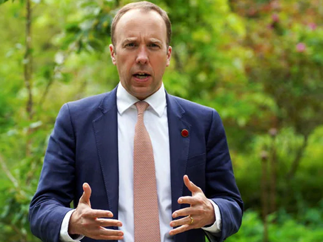 برطانوی وزیر صحت کورونا ایس او پیز کی خلاف ورزی پر مستعفی thumbnail