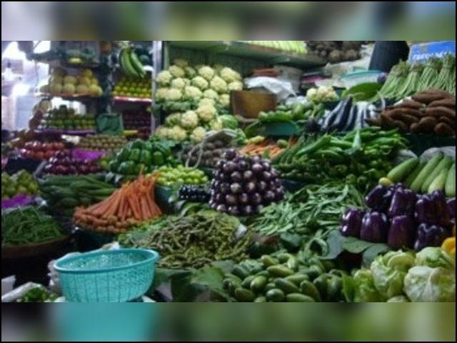 سبزی فروش بھنڈی، ٹماٹر و دیگر سبزیاں سرکاری نرخ نامے سے کم پر فروخت کر رہا تھا، پرائس کنٹرول مجسٹریٹ.(فوٹو:فائل)
