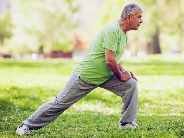 کینیڈا کے سائنسدانوں نے کہا ہے کہ اسٹریچنگ کے ورزشوں سے بلڈ پریشر قابو کرنے میں بہت مدد ملتی ہے۔ فوٹو: فائل