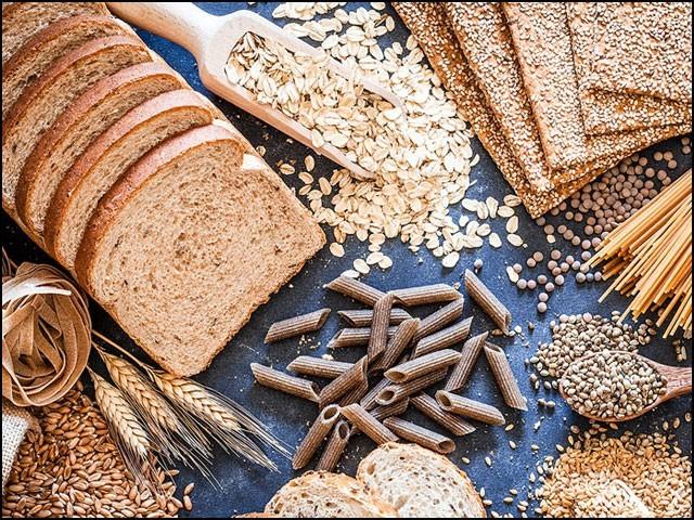 مکمل اناج سے مراد ''چھلکے سمیت'' اناج ہیں جن میں گندم، جو اور چھلکے سمیت چاول وغیرہ شامل ہیں۔ (فوٹو: انٹرنیٹ)