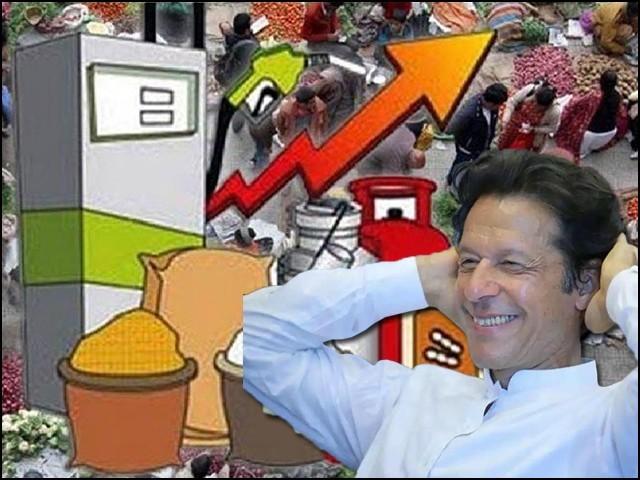 پی ٹی آئی کی حکومت اپنے دور میں پٹرول کی قیمتوں میں 31 روپے کا اضافہ کرچکی ہے۔ (فوٹو: فائل)