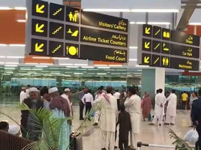 رہائی پانے والے پاکستانیوں کو خصوصی طیارے سے وطن واپس لایا گیا فوٹو: فائل