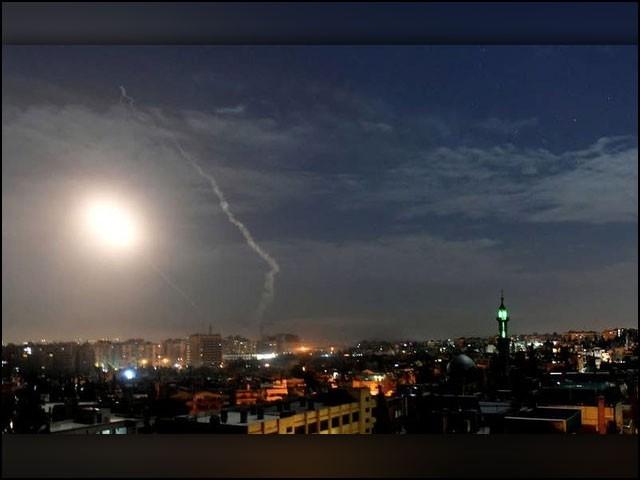 شام کے سرحدی شہر حمص کو حزب اللہ کا گڑھ سمجھا جاتا ہے جہاں اسرائیل پچھلے ایک سال میں کئی حملے کرچکا ہے۔ (فوٹو: عرب میڈیا)