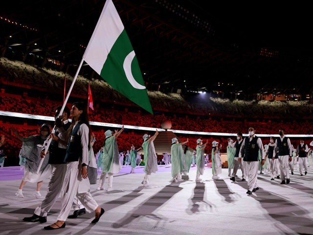 ماحور نے اولمپکس میں قومی پرچم تھامنے والی پہلی پاکستانی خاتون کھلاڑی بننے کا اعزاز حاصل کرلیا (فوٹو: اے ایف پی)
