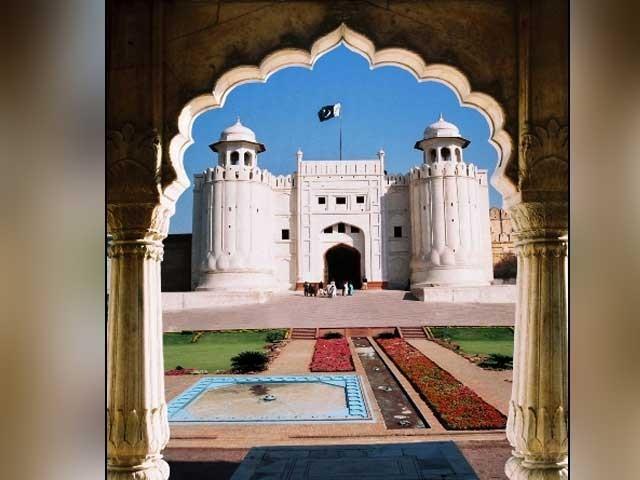شاہی قلعہ اورشالامارباغ کوعالمی ثقافتی ورثے کے خطرات سے دوچارمقامات کی فہرست میں شامل کیا گیا تھا فوٹو: فائل