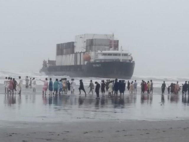 ساحل پر پھنسے جہاز کے ٹینک میں 118 ٹن ایندھن موجود ہے، ذرائع۔ فوٹو:سوشل میڈیا