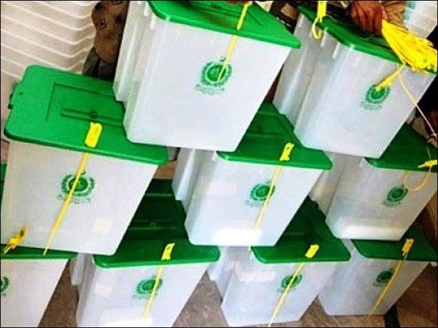آزاد کشمیر میں انتخابی عمل کو شفاف بنانے کے لیے پریذائیڈنگ آفیسرز سمیت 250 افسران کو مجسٹریٹ کے برابر اختیارات دیئے گئے ہیں۔ (فوٹو : فائل)