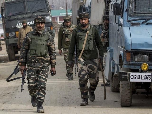 بھارتی فوج نے ضلع کلگام میں نام نہاد سرچ آپریشن کے دوران نوجوانوں کو شہید کیا۔ فوٹو: فائل