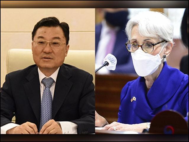 چینی نائب وزیرِ خارجہ شے فینگ اور ان کی امریکی ہم منصب وینڈی شرمین میں مذاکرات جاری ہیں۔ (فوٹو: انٹرنیٹ)