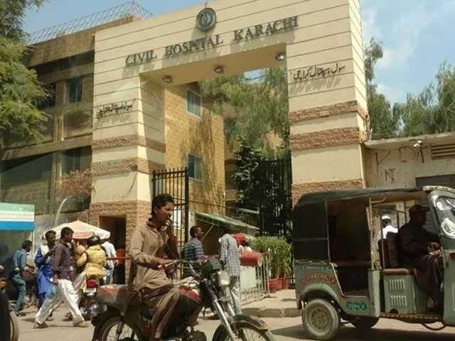 کراچی کے اسپتال بھارتی کورونا کے مریضوں سے بھر گئے فوٹو : فائل