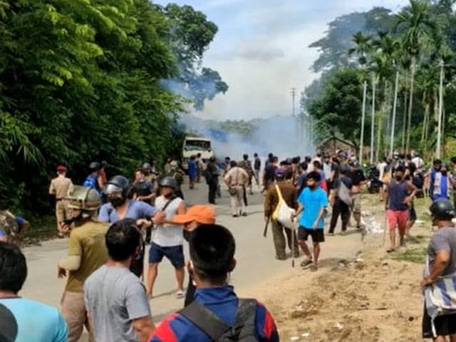 جھڑپوں کے نتیجے میں 80 سے زائد افراد بھی زخمی ہوئے جنہیں اسپتال منتقل کردیا گیا ہے
