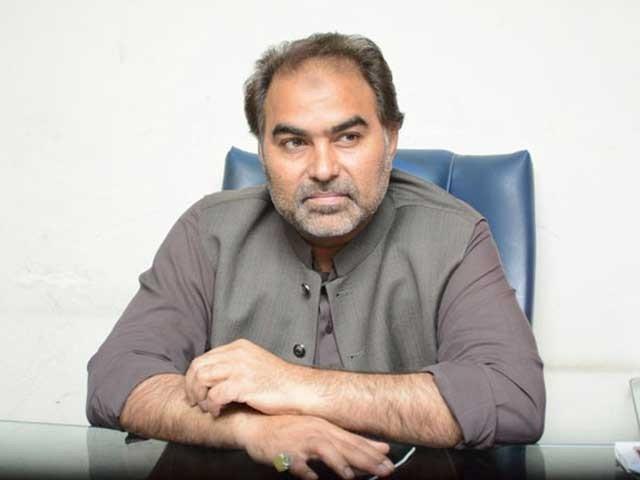 نذیر چوہان نے ایک ٹی وی شو کے دوران شہزاد اکبر پر الزام لگائے تھے فوٹو: فائل
