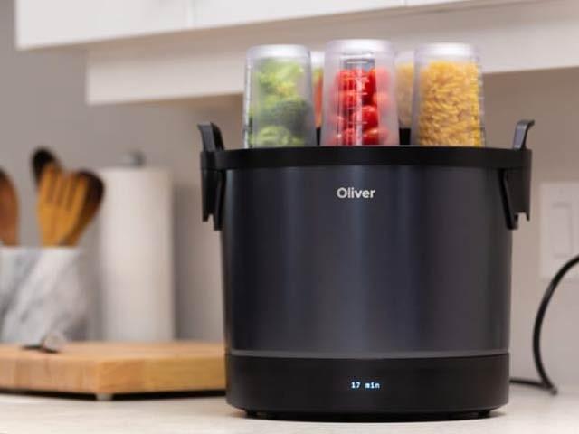 اولیور دنیا بھر کے کھانے بنانے والا اسمارٹ روبوٹ ہے۔ فوٹو: اولیور کمپنی