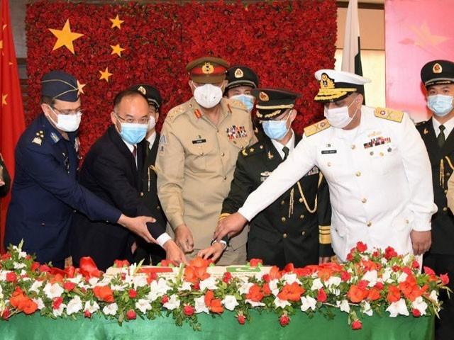 پاک افواج اور پی ایل اے کا گہرا رشتہ پاک چین دوستی کے لیے ریڑھ کی ہڈی کی حیثیت رکھتا ہے، آرمی چیف۔ فوٹو:سوشل میڈیا