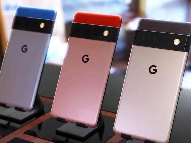 گوگل پکسل 6 اور پکسل 6 پرو میں جدید ترین اے آئی چپ اور سیکیورٹی چپ نصب ہے جبکہ پرو ماڈل میں کئی سینسر اور تین کیمرے نصب ہوں گے۔ فوٹو: دی ورج ویب سائٹ