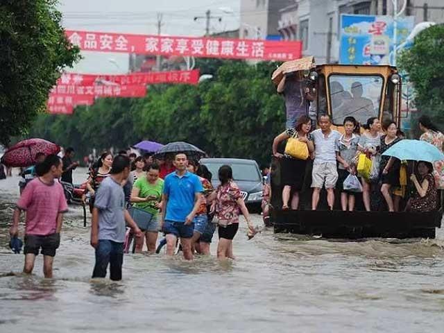 طوفان کے نتیجے میں 150 سے زائد افراد زخمی بھی ہوئے۔ فوٹو : فائل