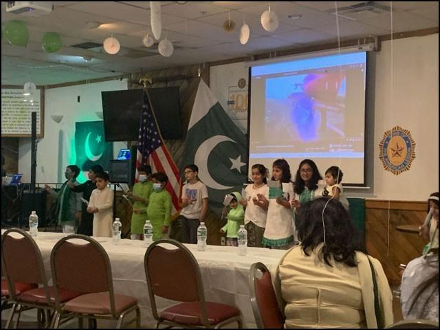 جشن آزادی کی اس تقریب میں مرد، خواتین اور بچوں سمیت پاکستانی کمیونٹی کی کثیر تعداد نے شرکت کی۔ (تصاویر: سوشل میڈیا)