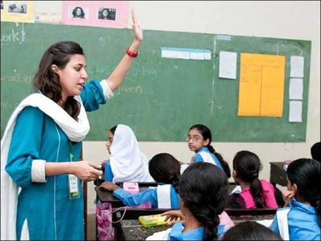 سندھ میں جے ای ایس ٹی کی 14039 اور پی ایس ٹی کی 32510 اسامیوں کے لیے 3 لاکھ 86 ہزار 270 امیدوار ٹیسٹ دیں گے (فوٹو : فائل)