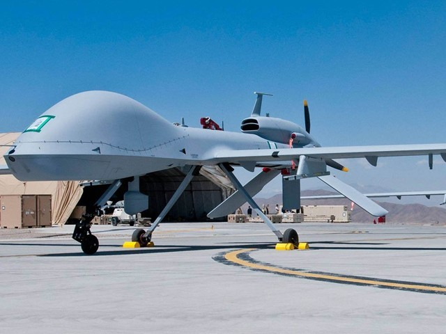 ایران ڈرون اڑانے کی تربیت کے ساتھ ساتھ غزہ کی پٹی پر انہیں تیار کرنے کی مہارت بھی منتقل کر رہا ہے، اسرائیل وزیر دفاع۔(فوٹو: اے ایف پی)