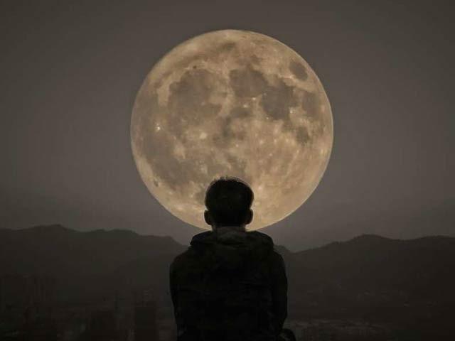 چڑھتے ہوئے چاند کی راتوں سے بالخصوص مردوں کی نیند متاثر ہوسکتی ہے۔ فوٹو: فائل