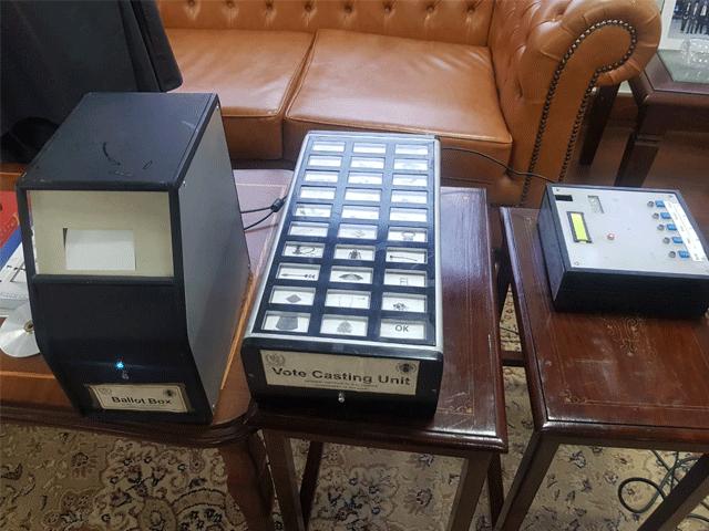 الیکشن کمیشن سے الیکٹرانک ووٹنگ مشین پر اعتراضات کی مفصل رپورٹ طلب کی جائے، درخواست گزار