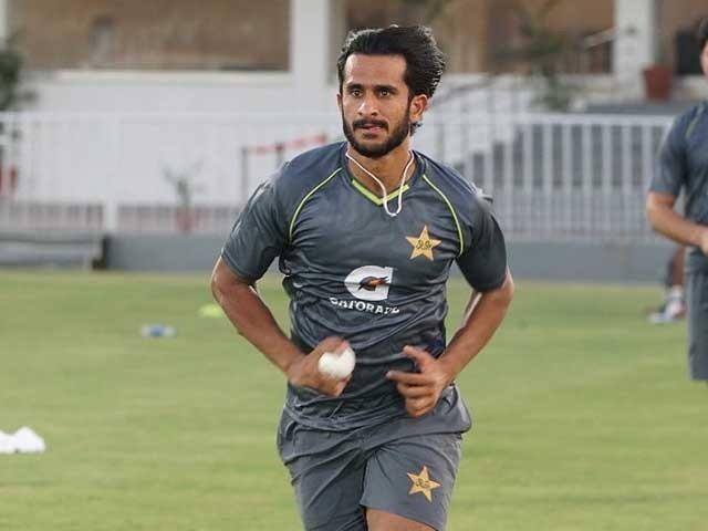 بولنگ کے ساتھ ساتھ بیٹنگ کو بہتر کرنے کی بھی کوشش کر رہا ہوں، حسن علی فوٹو: فائل