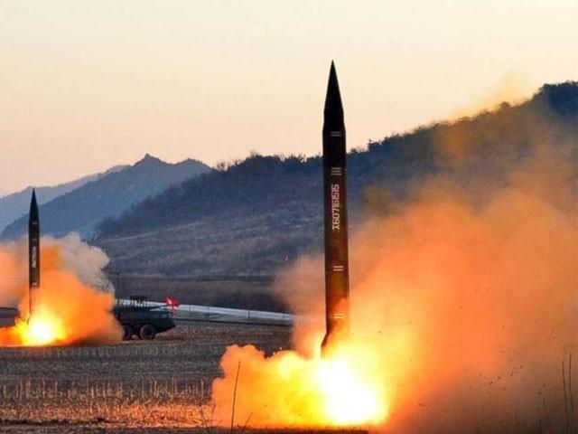 شمالی کوریا پر بیلسٹک میزائلوں کے تجربے پر پابندی عائد ہے، فوٹو: فائل