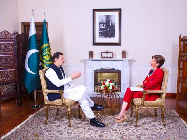 امریکا کی وجہ سے پاکستان کو دہشت گردی کا سامنا رہا، وزیراعظم عمران خان - فوٹو: ٹوئٹر