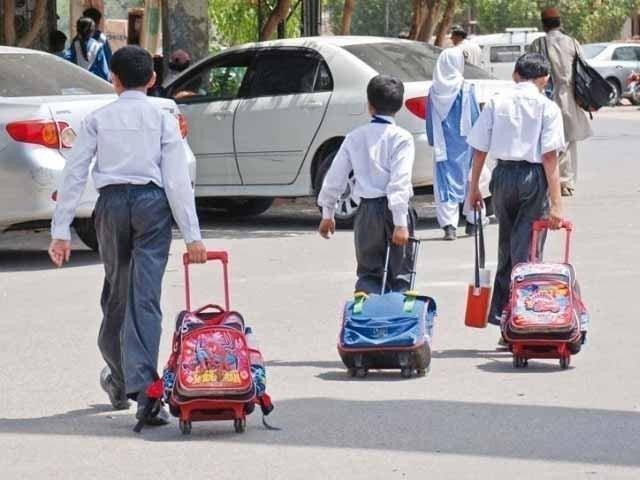 والد کا محکمہ تعلیم سندھ سے اسکول انتظامیہ کے خلاف کارروائی کا مطالبہ