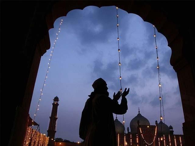 مصائب و آلام میں جائے پناہ ''خدائے عزوجل کے نزدیک اہل زمین کے تمام اعمال میں محبوب ترین دعا ہے۔'' ۔  فوٹو : فائل