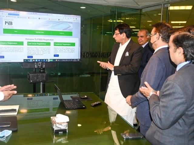 پاکستان میں فری لانسنگ انڈسٹری بڑی تیزی سے ترقی کر رہی ہے، وفاقی وزیر آئی ٹی سید امین الحق۔ فوٹو: سوشل میڈیا