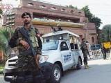راولپنڈی پولیس کے سینئر آفیسر کی گاڑی وی وی آئی پی موومنٹ کی طرف چلی گئی تھی فوٹو:فائل