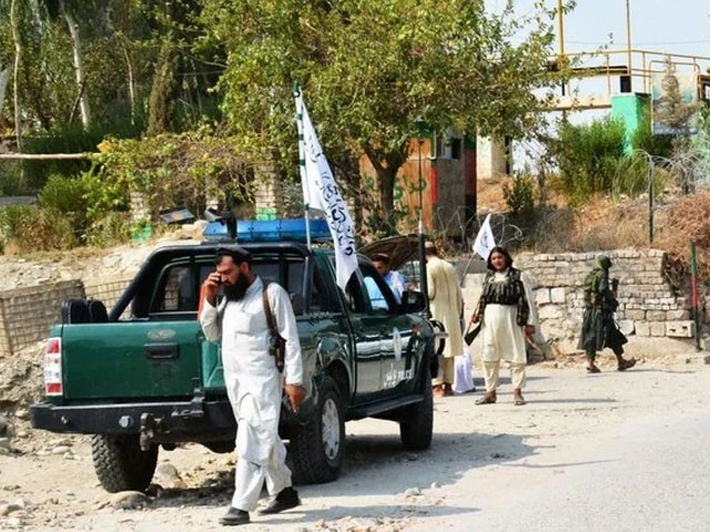 جلال آباد دھماکے میں طالبان کی گاڑی کو نشانہ بنایا گیا، فوٹو: فائل