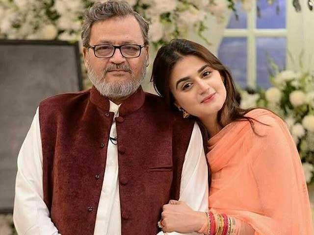 والد کے انتقال کی خبر اداکارہ کے شوہر نے فیس بک پر شیئر کی - فوٹو:سوشل میڈیا