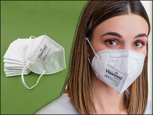 ماسک کے 'ذہین کپڑے' سے کوئی وائرس یا جرثومہ جیسے ہی چپکتا ہے، یہ اس کا غلاف 'پنکچر' کرکے اسے ختم کردیتا ہے۔ (فوٹو: یو سی وی ریسرچ)