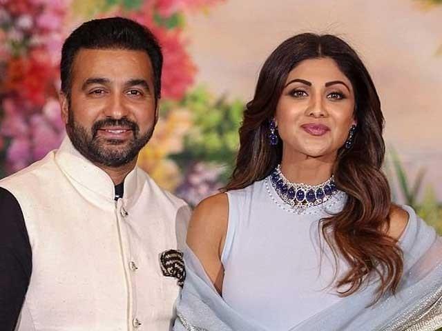 ممبئی پولیس نے راج کندرا کو پورن فلمیں بنانے کے الزام میں 2 ماہ قبل انفارمیشن ٹیکنالوجی ایکٹ کے تحت گرفتار کیا تھا۔(فوٹو: فائل)