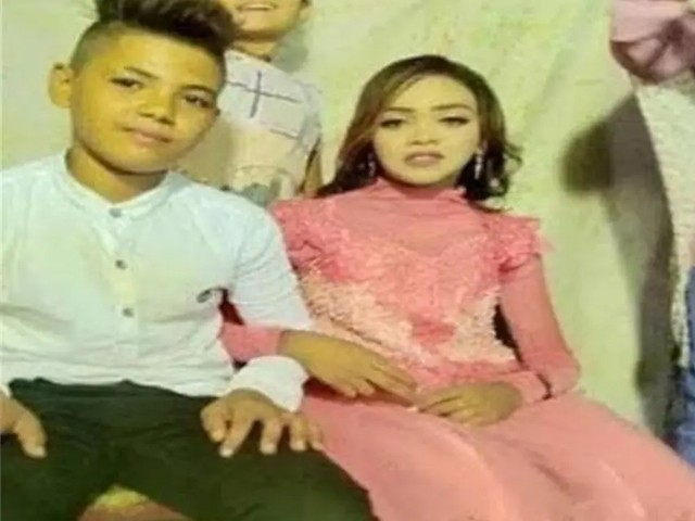پولیس نے بچوں کے والدین کی جانب سے سوشل میڈیا پر دولہا اور دلہن کے زیورات کی تصاویر دیکھ کر انہیں گرفتار کیا۔(فوٹو: ٹوئٹر)