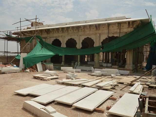 دیوان خاص لاہور قلعہ کی اہم یادگاروں میں سے ایک ہے فوٹو: ایکسپریس