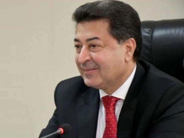 کابینہ کے اجلاس میں الیکشن کمیشن کے وفاقی وزرا کو بھیجے گئے نوٹسز پر بھی گفتگو کی گئی۔(فوٹو: فائل)