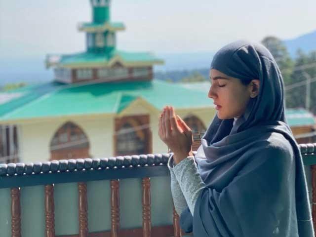 سارہ خان نے نے  تصاویر کے ساتھ فارسی کا شعر لکھ کر کشمیر کی خوبصورتی  کی تعریف کی ہے، فوٹوانسٹاگرام