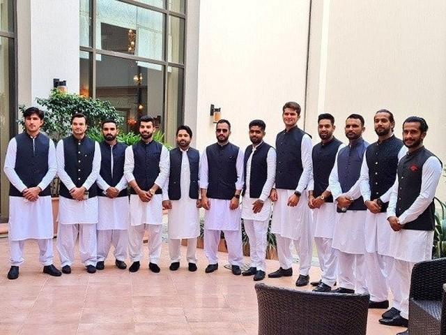 وزیر اعظم عمران خان نے میگا ایونٹ کے لیے قومی کرکٹرز کی حوصلہ افزائی کی اور کرکٹ کی موجودہ صورت حال پرتبادلہ خیال کیا۔(فوٹو: ایکسپریس)