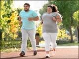 روزانہ میلوں تک پیدل چلنے یا باقاعدگی سے ورزش کرنے والے ''موٹے'' لوگ بھی صحت مند ہوسکتے ہیں۔ (فوٹو: انٹرنیٹ)