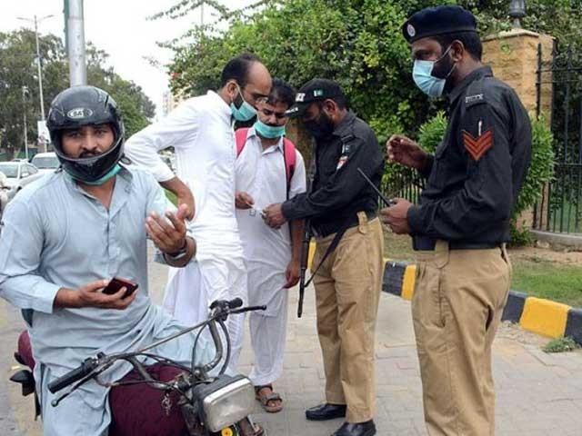 سندھ حکومت نے ویکسینیشن کارڈ چیک نہ کرنے پر تحفظات کا اظہار کیا ہے، آئی جی سندھ - فوٹو:فائل