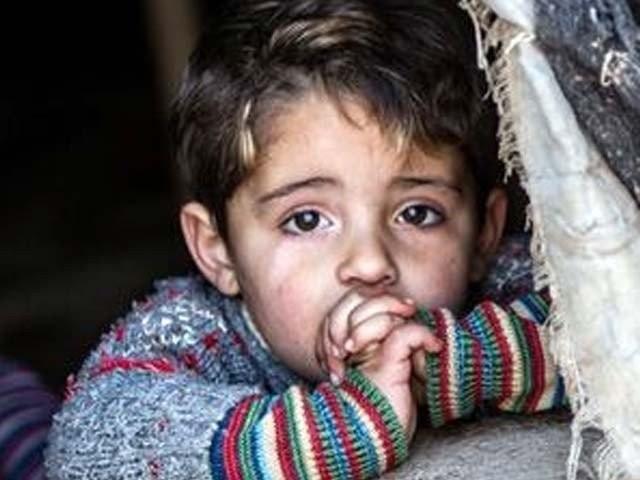 سرکاردوعالمؐ نے فرمایا:مسلمانوں کے گھروں میں سب سے بہترگھروہ ہے جس میں کوئی یتیم ہو اوراس کے ساتھ اچھاسلوک کیاجاتاہو۔ فوٹو : فائل