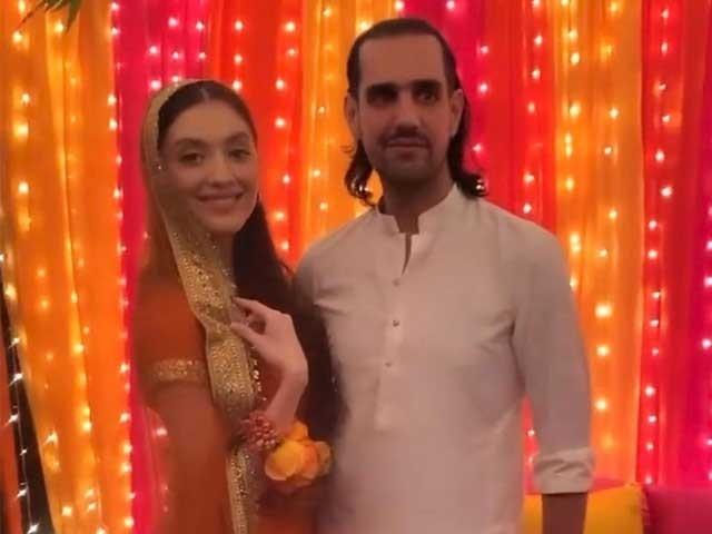 سوشل میڈیا پر شہباز تاثیر اور نیہا راجپوت کی مایوں کی مختلف ویڈیوز اور تصاویر وائرل ہورہی ہیں فوٹو سوشل میڈیا